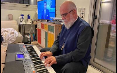 3° SIMPOSIO ECOLOGICO – 07 – Papa Niko e la sua tastiera inseparabile
